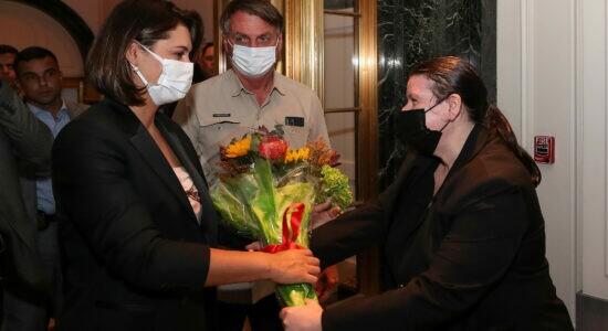 Presidente Jair Bolsonaro e Michelle Bolsonaro receberam buquê de flores do hotel em Nova Iorque