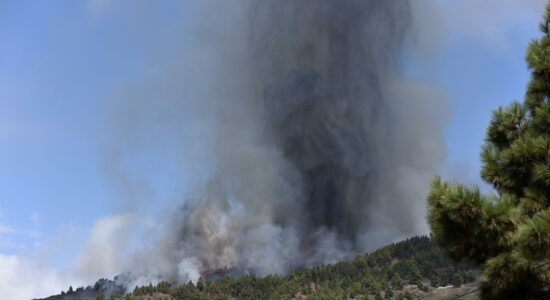Erupção do vulcão nas Ilhas Canárias
