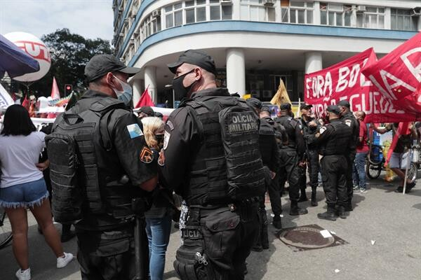 Baixa adesão aos protestos da esquerda viraram piada na web