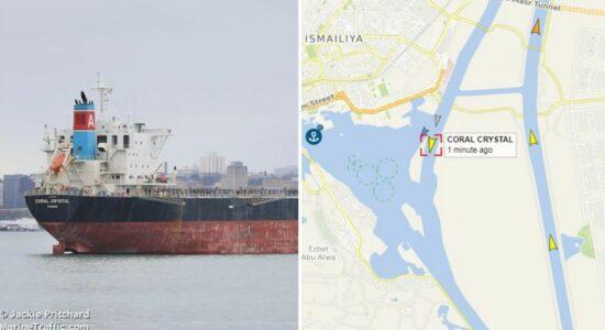Navio bloqueia passagem no Canal de Suez, em novo incidente