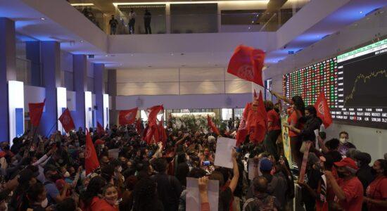 Manifestantes invadiram o prédio da B3 em São Paulo