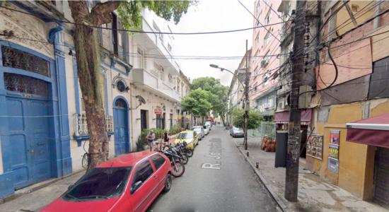 Casal caiu de prédio na rua Joaquim Silva, na Lapa