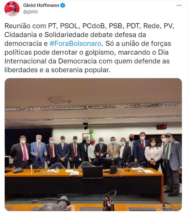 Tuítes de líderes de oposição