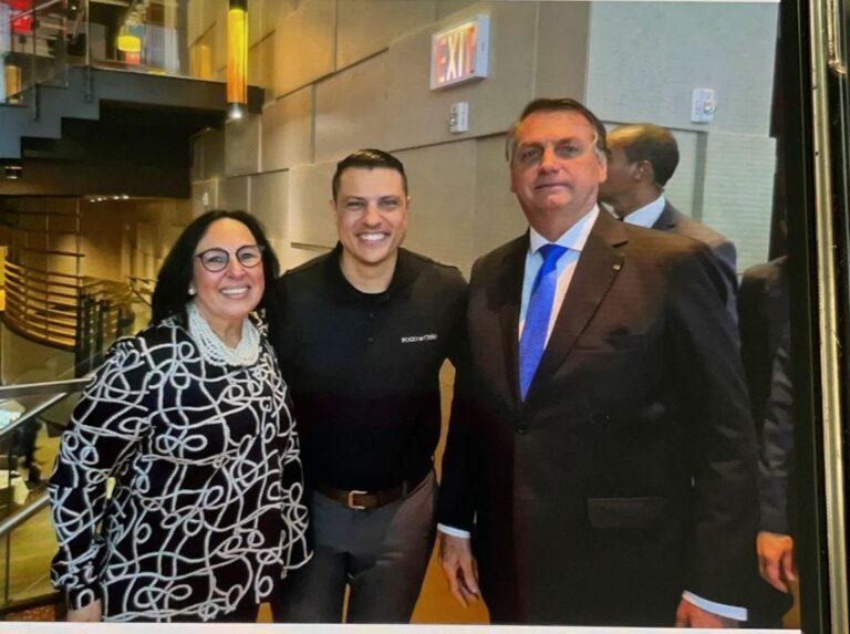 Bolsonaro esteve em uma filial da churrascaria brasileira Fogo de Chão, em Nova Iorque