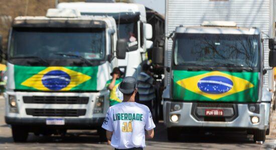Caminhoneiros realizaram bloqueios por todo o país