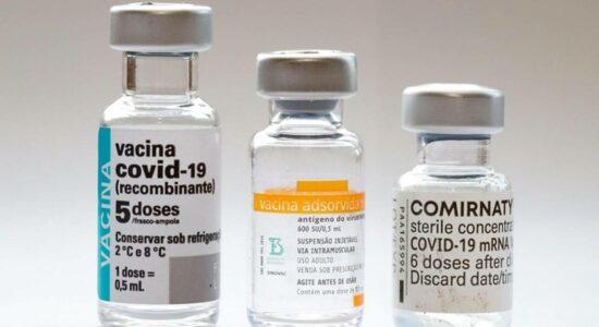 Vacinas diferentes Pfizer, CoronaVac e AstraZeneca