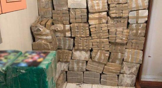 Trio preso com 2,4 toneladas de drogas recebeu pena de serviços comunitários