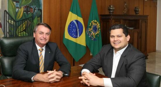 Presidente Jair Bolsonaro e o senador Davi Alcolumbre, presidente da CCJ