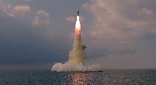 Coreia do Norte confirma teste com míssil, e ONU faz reunião