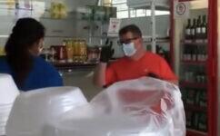 Mulher diz que foi agredida por não usar máscara em mercado
