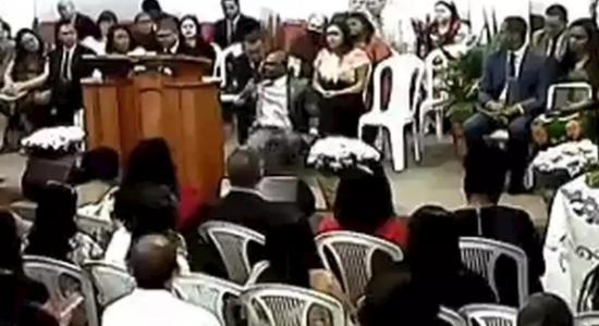 Pastor passou mal e caiu enquanto celebrava culto