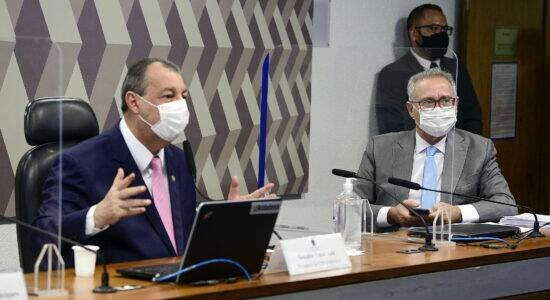 Senadores Omar Aziz e Renan Calheiros
